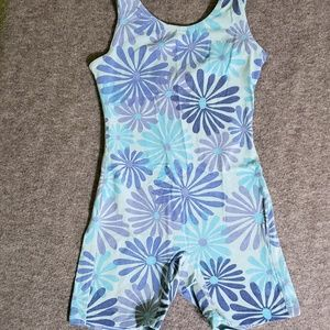 Girls' shorts style leotard Sz. small